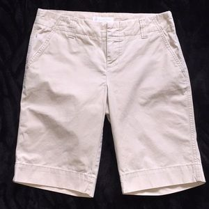 Gap Sz 6 beige Favorite Chino Bermuda shorts